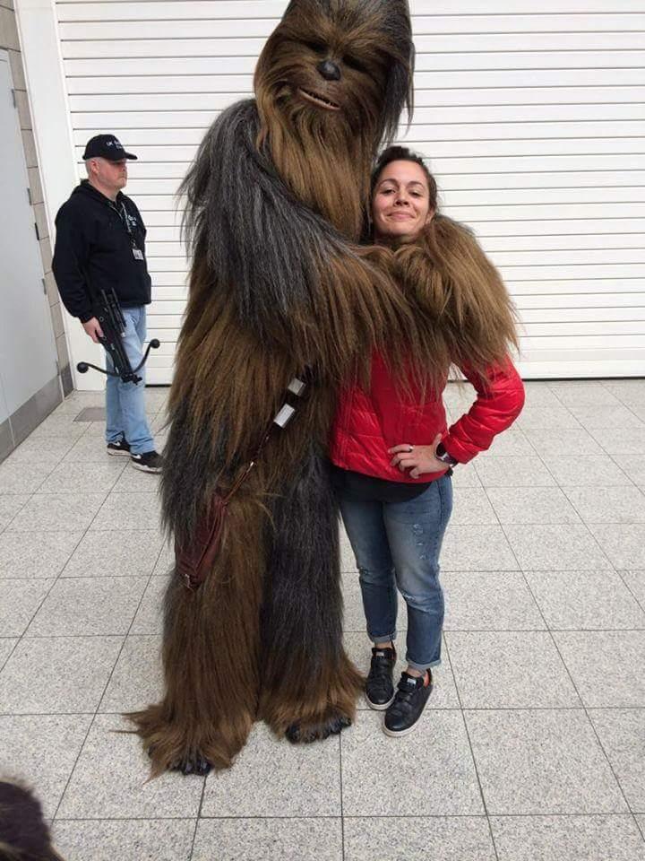 Hey les gars, mattez ma nouvelle écharpe en peau de Wookie !